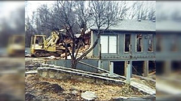Un estadounidense demolió su casa para salvarla del banco