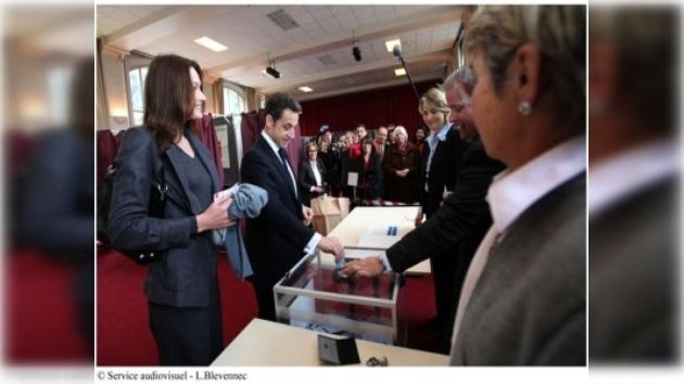 La izquierda francesa gana terreno al presidente Sarkozy