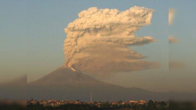El segundo volcán más grande de México expulsa una fumarola de casi 3 kilómetros