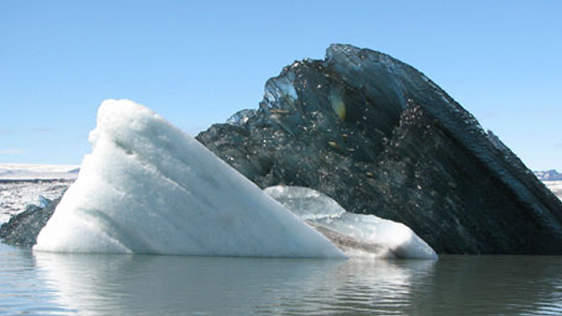 La foto de un iceberg negro deja atónitos a los internautas