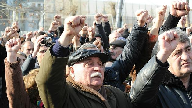 Video, Fotos: Manifestación en Georgia pide la renuncia del presidente Saakashvili