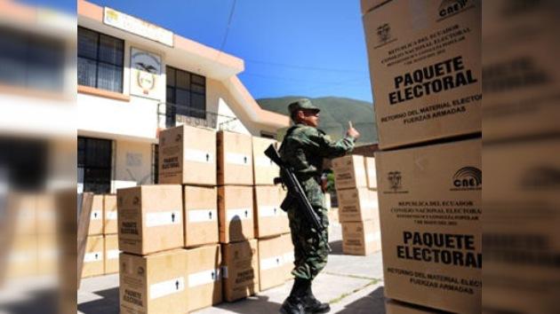 Ecuador acude a referendo sobre la justicia y la prensa