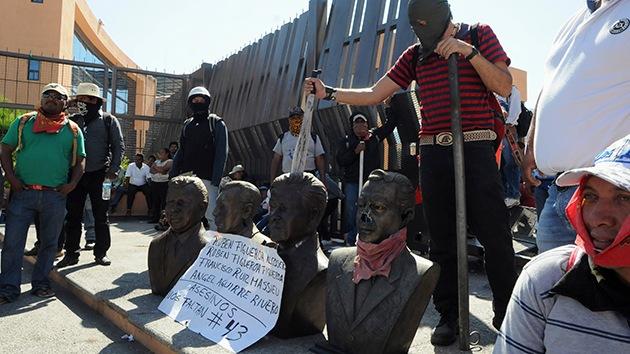 Maestros toman el Palacio de Gobierno de Guerrero y desalojan a los empleados