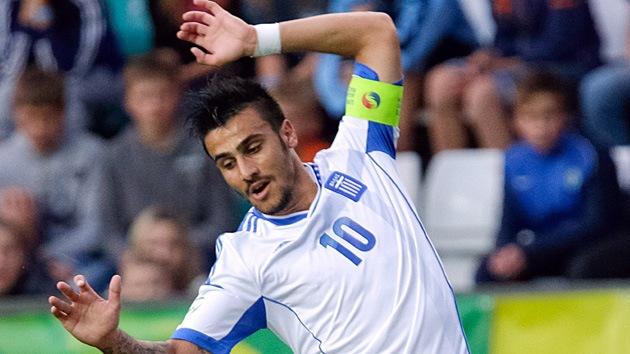 Excluyen a un futbolista de la selección griega por hacer el saludo nazi tras un gol