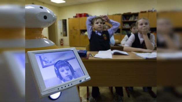 Un robot ruso asiste a las clases en lugar de alumnos enfermos