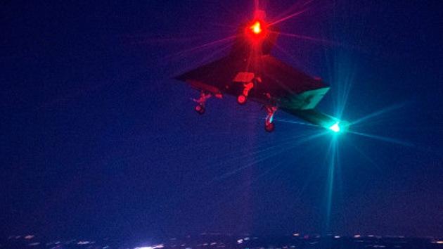 El dron X-47B de EE.UU. realiza su primer vuelo nocturno