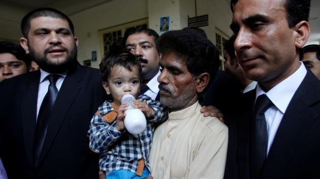 Pakistán: Retiran los cargos contra un bebé acusado por error de intento de asesinato