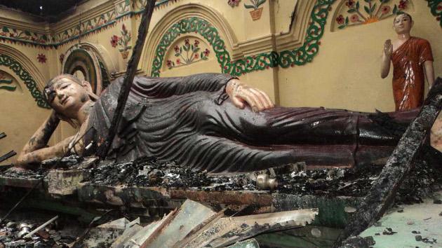 Bangladesh: Ira musulmana contra budistas por la foto en Facebook de un Corán ardiendo