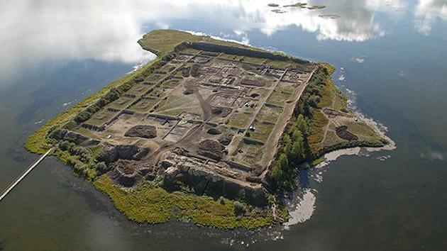 Fotos: ¿Para qué se construyó el misterioso 'palacio de verano' del lago en Siberia?