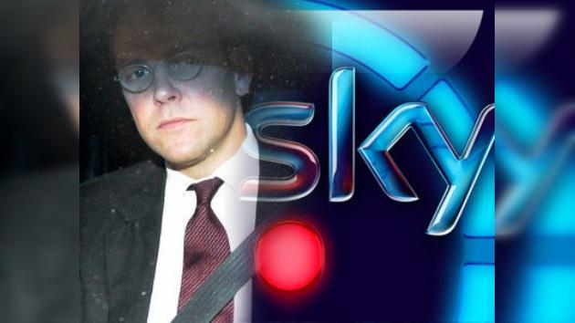 El hijo de Murdoch dimite de su cargo como presidente del canal BSkyB