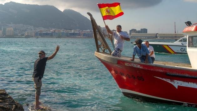 El ministro principal de Gibraltar amenaza con abrir fuego contra barcos españoles