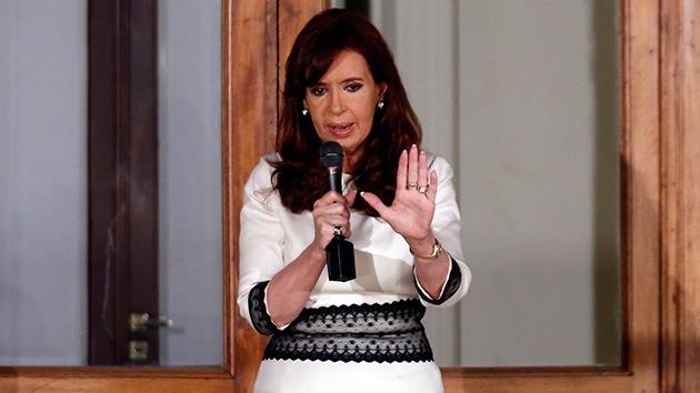 """Kirchner: """"No es justo que un puñado de multimillonarios ahoguen a un país"""""""