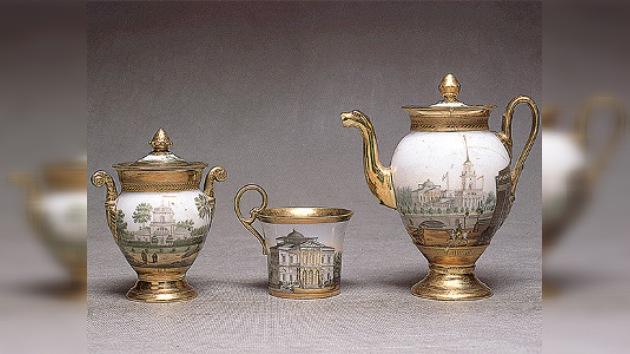 La pinacoteca de porcelana se muestra en el Museo Ruso