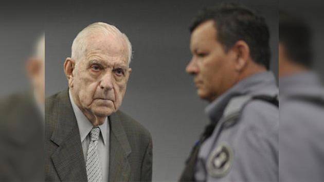 Condenan a prisión perpetua al dictador argentino Reynaldo Bignone