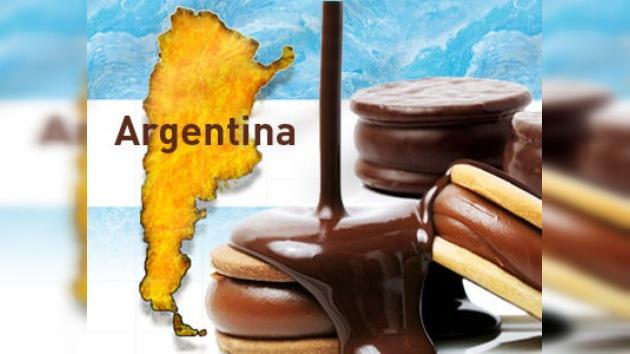 El alfajor más grande del mundo endulza el día a 10.000 argentinos