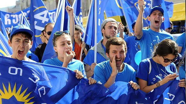 Saakashvili divide a Georgia: miles de opositores protestan antes de los comicios