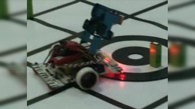 Robots hechos por niños compiten en las Olimpiadas del ingenio