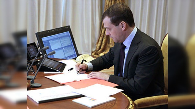 Dmitri Medvédev firma la ley de castración química para los pederastas