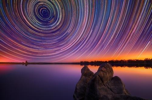 Un australiano 'atrapa' con su cámara el movimiento de las estrellas