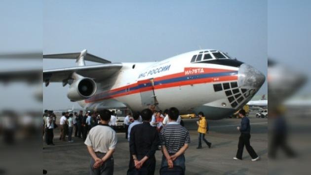Llega a Chengdu el primer avión ruso con ayuda humanitaria