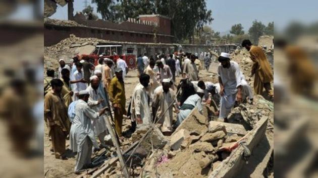Se eleva a 102 el número de víctimas del ataque terrorista en Pakistán
