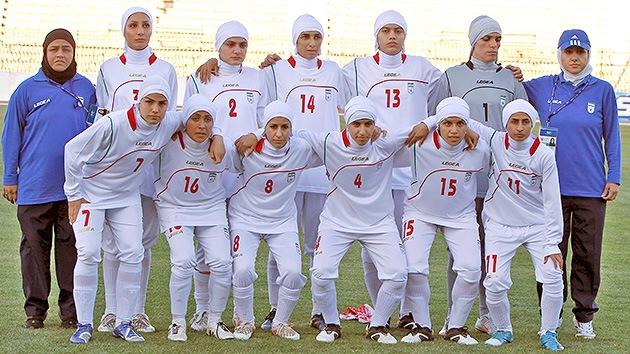 Expulsan a cuatro componentes del equipo iraní de fútbol femenino por ser hombres