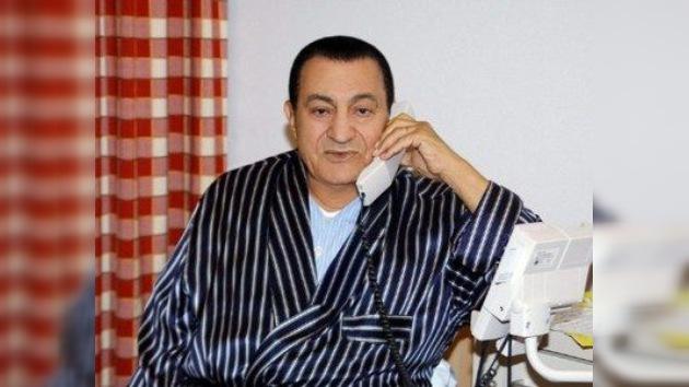 Mubarak pasa del coma a una simple bajada de tensión en unas horas