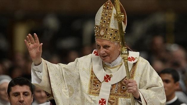 """Benedicto XVI confiesa que se retira """"por el bien de la Iglesia"""""""