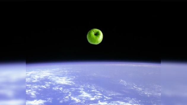 Envían al espacio el 'autógrafo tallado' de Newton