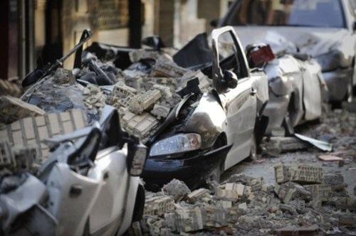 España sufre el peor terremoto de las últimas décadas