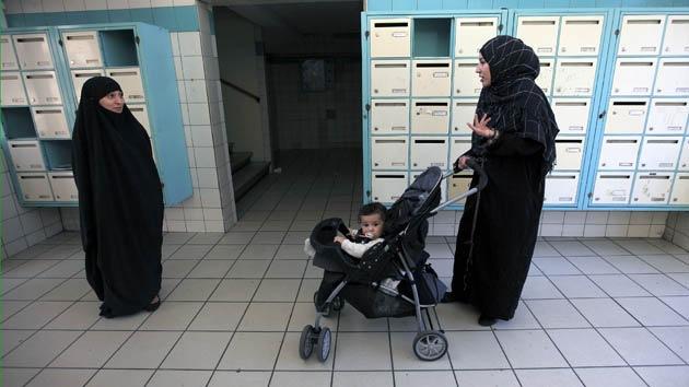 Instan a países de la UE dejar de ignorar a los inmigrantes irregulares en materia sanitaria