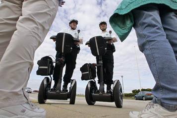 policías en Segway