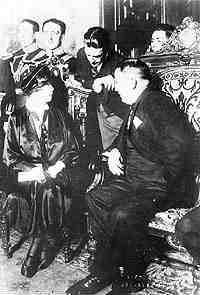 Hija del comandante cosaco, la legendaria bolchevique Alejandra Kolontay con el Presidente de México P.Elías Calles