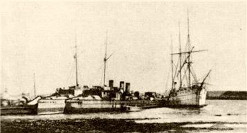 El velero 'Moriak' (a la derecha)