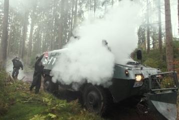 Material blindado afectado por los manifestantes: AFP/Kay Nietfeld