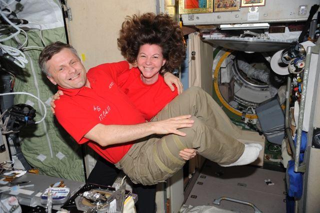 La tripulación de la EEI llevó en brazos a Andréi en el día de su cumpleaños