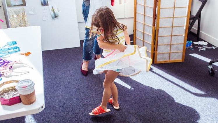 Una niña de 4 años diseñará colección de ropa para una gran cadena de tiendas