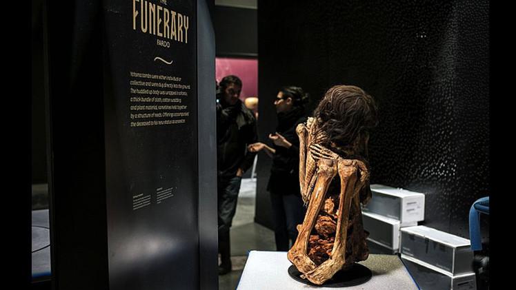 Una momia en posición fetal hallada en Perú se exhibirá en Francia