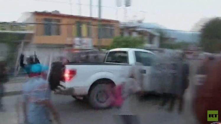 México: Choques entre policías y maestros se saldan con unos 20 heridos en Guerrero