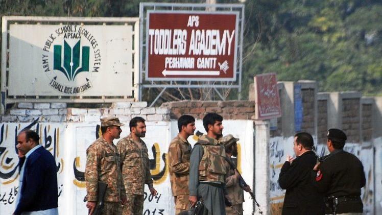 MINUTO A MINUTO: Talibanes asesinan a más de 100 personas en una escuela de Pakistán