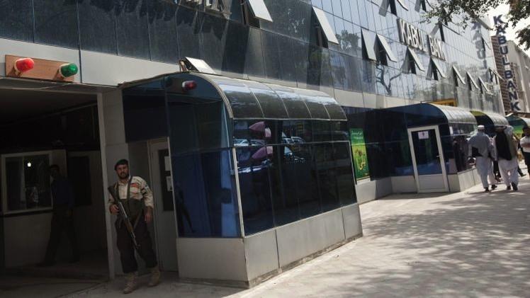 Grupo armado toma rehenes en un banco de Afganistán