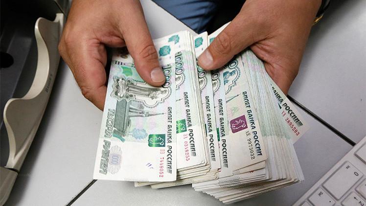 El rublo sigue recuperándose en vísperas de la rueda de prensa de Putin