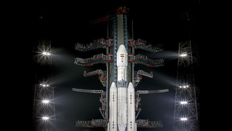 Video: India lanza con éxito el cohete más grande de su historia