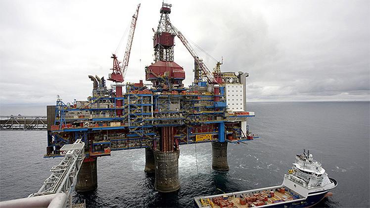 """La industria petrolera británica, """"al borde del colapso"""" por la caída de los precios"""