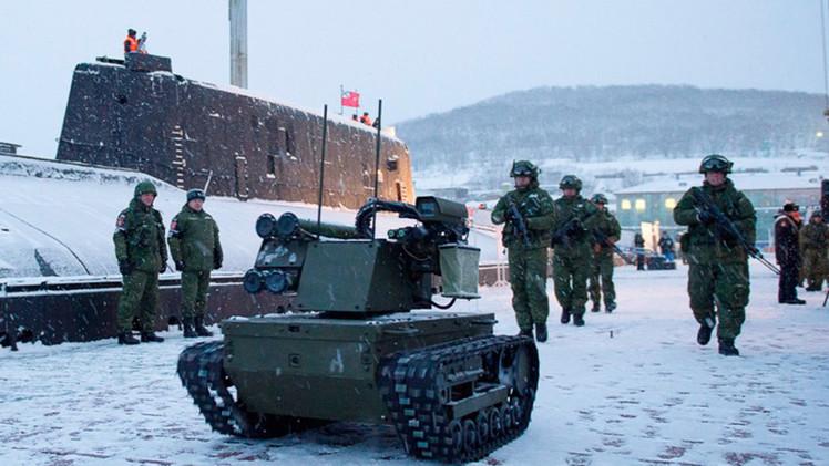 Fotos: Infantes rusos de Marina ponen a prueba su robot de combate