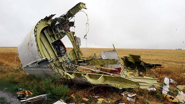 Ucrania: Hallan extraños fragmentos de metal en víctimas del Boeing accidentado