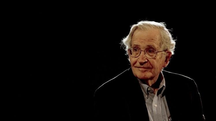 """Chomsky: """"Es bastante impactante que la sociedad de EE.UU. sea tan racista"""""""