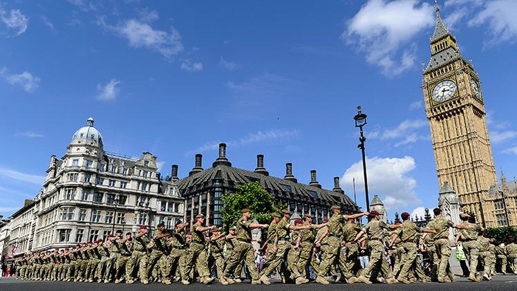 Violaciones masculinas, un método común de intimidación en el Ejército británico