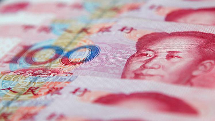 """Medio alemán: """"China ayuda al rublo para fortalecer el yuan"""""""