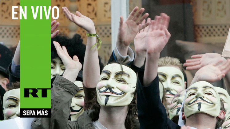 Anonymous protesta frente a la sede de la BBC en Londres